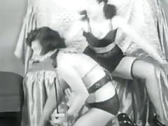 Two lesbo pleasuring Fetish