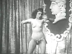 Busty Coddle Shakes Their way Tits Onstage