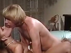 Hot threesome simultaneous agonorgasmos